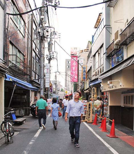 Tsukiji-market-street