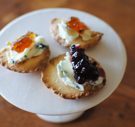 Blue-cheese-fig-blackberry-spread-1