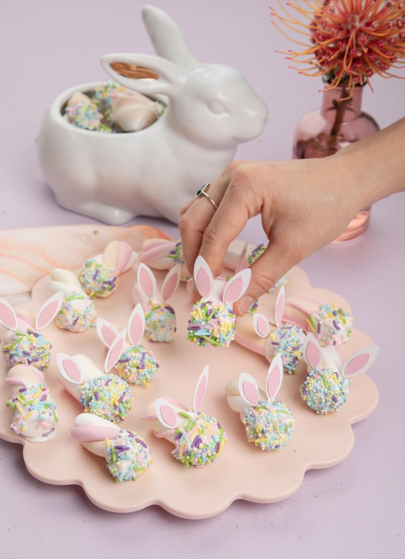 Easter Bunny Marshmallow Treat... / via Oh Joy!
