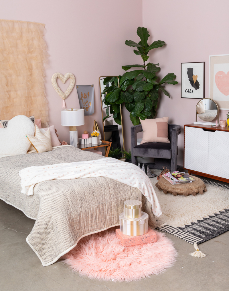 color adventures: a pink heart bedroom...